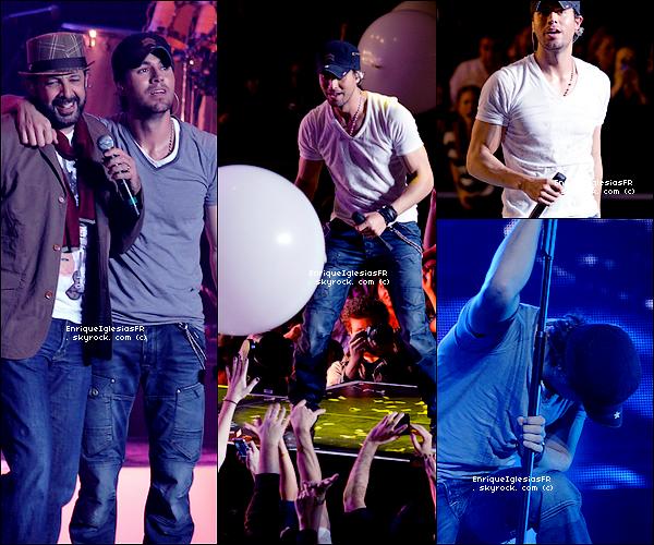 . Mardi 5 Février : Enrique en concert au Madison Square de New York dans le cadre de sa tournée mondiale . .