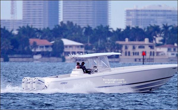 . Samedi 28 Mai : Enrique et Anna ont été aperçus en promenade a bateau. .