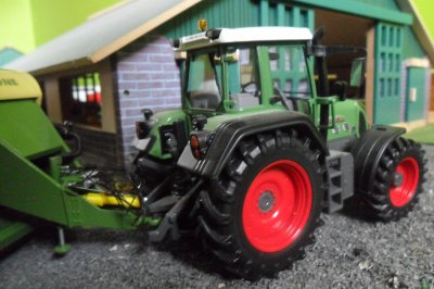 Fendt 818 Vario - Krone Big Pack