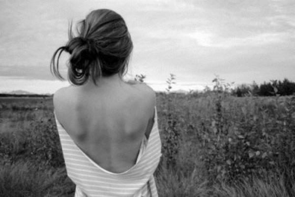"""""""Souvent déjà, elle a cru toucher le fond., persuadée qu'elle ne pouvait pas tomber plus bas. Mais, chaque fois, cela s'est révélé faux. Car le fond est beaucoup plus profond qu'on ne l'imagine."""""""