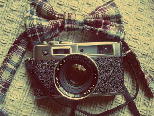 """""""Ce que la photographie reproduit à l'infini n'a lieu qu'une fois."""""""