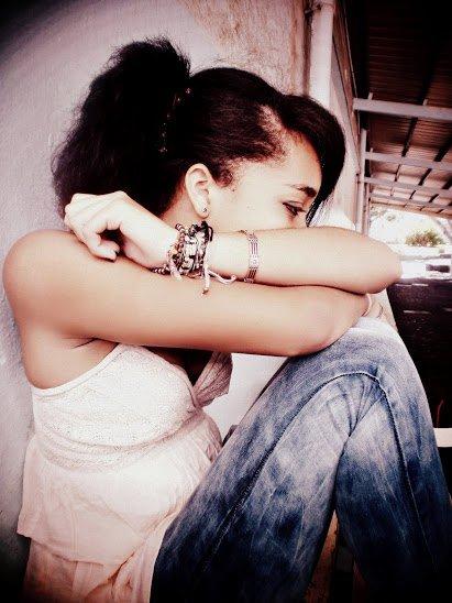 """""""L'amour n'est rien s'il est pris au piège.L'amour s'éteint quand les gens se taisent. """""""