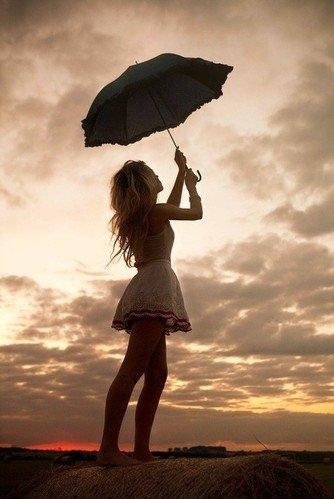 """""""Nous devrions seulement aimer. Pas tomber amoureux. Parce que tout ce qui tombe se brise."""""""