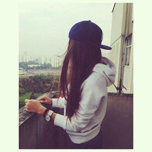 """""""La vie ne se compte pas par les respirations, mais plutôt par les moments qui te coupent le souffle."""""""