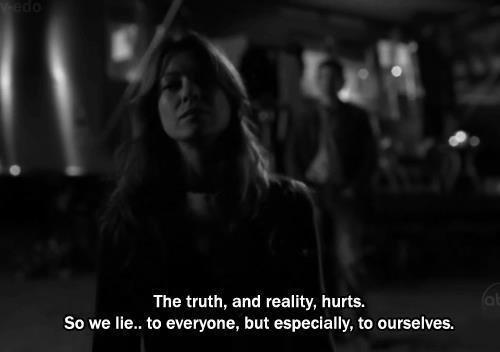 """Plus un mensonge est gros, plus il passe."""