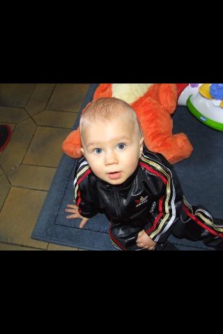 lui c le petit d homme de ma vie ma plus grande fierté il s'apelle kaïs il a 14 mois et j laime plus de que tout o monde
