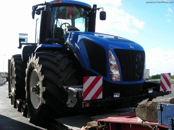 New Holland T9...