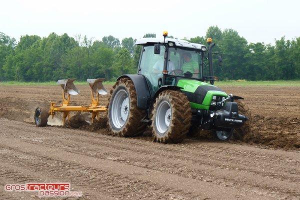 Deutz-Fahr Agrofarm TTV 400