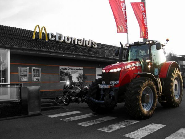 John Deere & Massey Fergusson chez Mc Do' :)