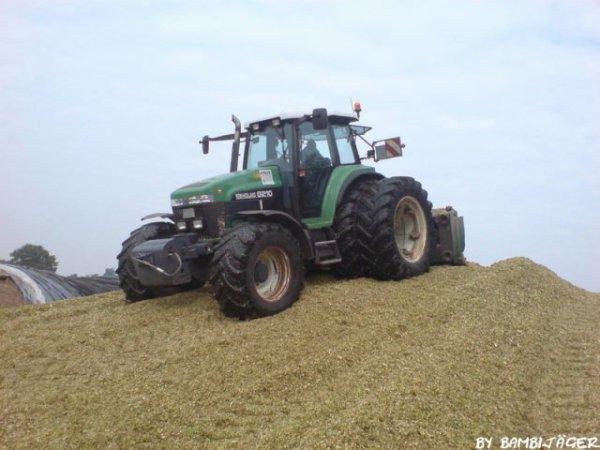 New Holland G210 vert