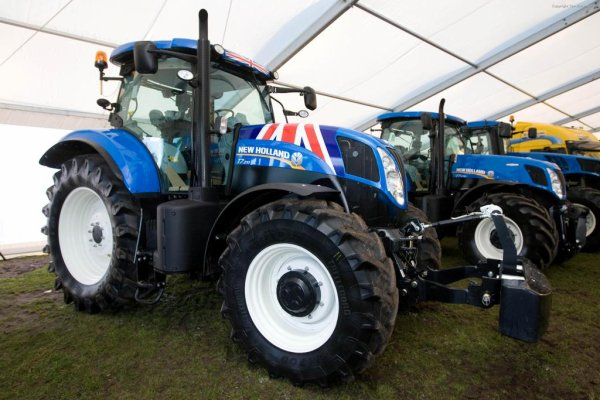 New Holland T 7.210 edition UK Flag
