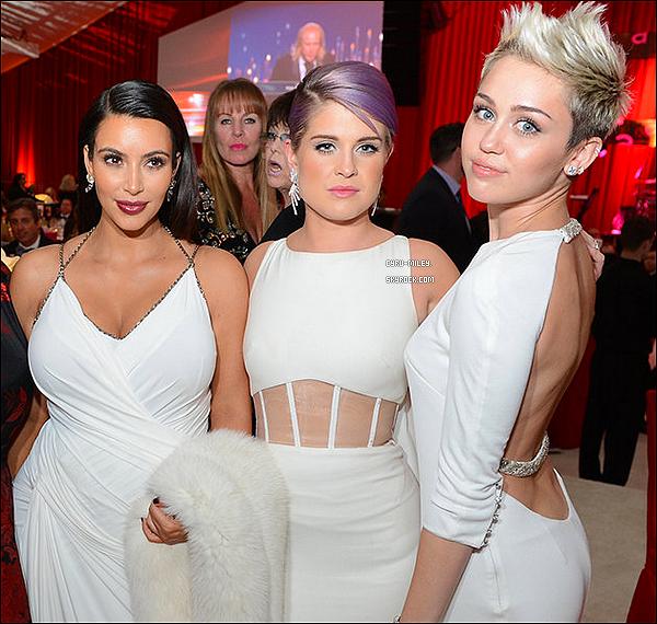 24/02/13  :  Miley C. était présente au célèbre gala de charité annuel d'Elton John.