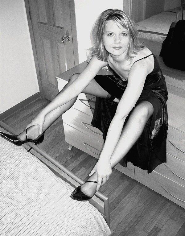 top glamour de couleur noir et blanc le corps de la femme est remplie de secret. Black Bedroom Furniture Sets. Home Design Ideas