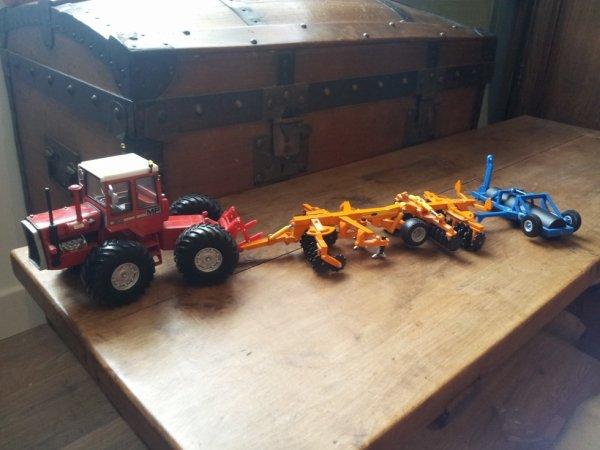 le tracteur est a vendre 1505 mf grosse roue