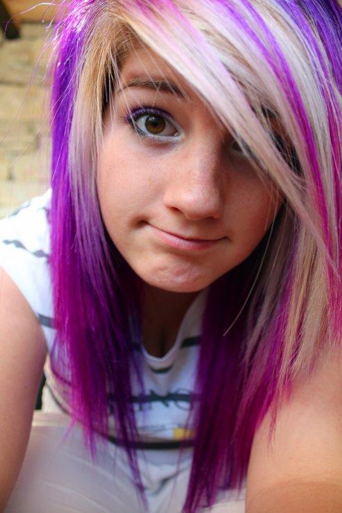 La couleur violet pour cheveux
