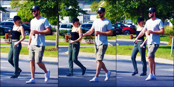 -29/08/2018- ─ Miley Cyrus a été photographiée, alors, qu'elle se promenait dans les rues de la ville étant dans Nashville.C'est en compagnie de son fiancé que la belle chanteuse est actuellement à Nashville au Tennessee ! Concernant sa tenue, c'est un jolie top de ma part.
