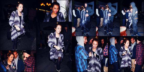 -18/01/2012- ─ Miley Cyrus a été photographiée, alors, qu'elle arrivait au restaurant « Casa Vega » étant à Sherman Oaks.La belle chanteuse Miley était en compagnie de Liam, Cheyne et sa mère Tish pour aller dîner ! Concernant sa tenue, c'est un très jolie top pour ma part !