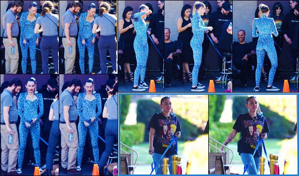 -18/10/2018- ─ Miley Cyrus a été photographiée, alors, qu'elle était sur le set d'un nouveau projet, étant, à - Los Angeles !Dans la journée, la belle chanteuse Miley a été photographiée allant déjeuner avec son chien à Los Angeles. Concernant ses tenues, c'est deux petit tops.