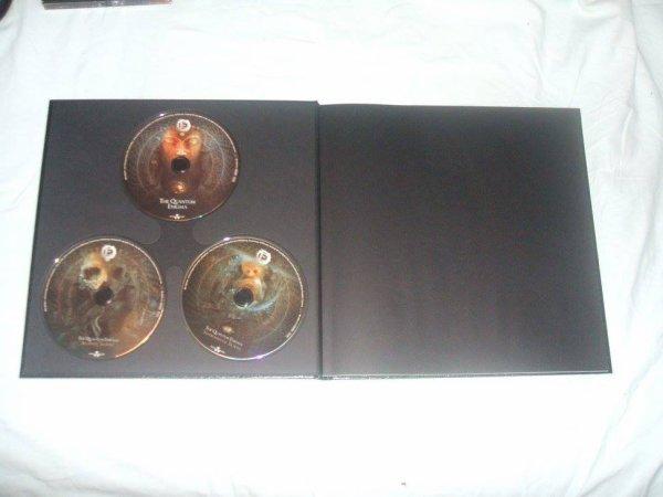 Earbook The Quantum Enigma Edition Limitée (Couverture simili cuir)