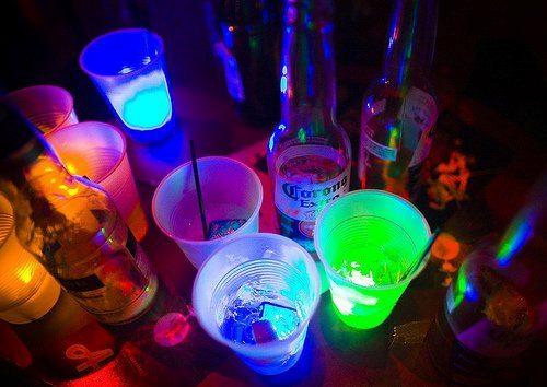 L'alcool tue lentement , mais on s'en fout on n'es pas presser ..