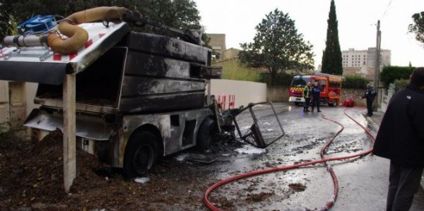 Les Angles le camion balayeuse municipal prend feu