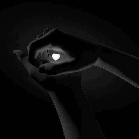 Que caches-tu entre tes mains?