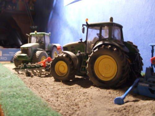 slt je rechèrche tout sort de miniature agricole au 1.32