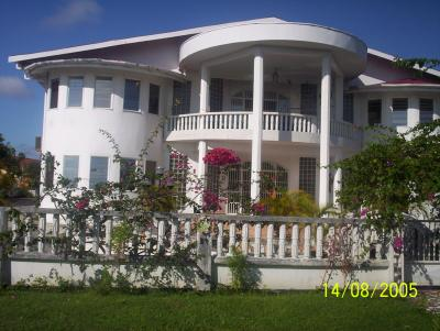 maison du quartier riche de paramaribo g6k en guyane. Black Bedroom Furniture Sets. Home Design Ideas