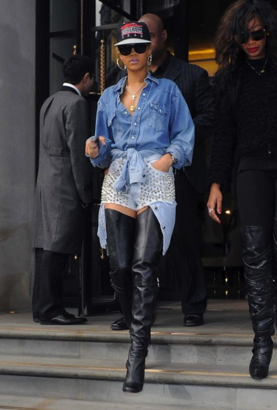 Rihanna 2 en short riquiqui et ou  les trouver