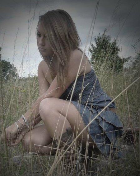 Si l'espoir meurt pourrat-il renaitre.. écoute moi crier, regarde tomber, sans plus personne derière..