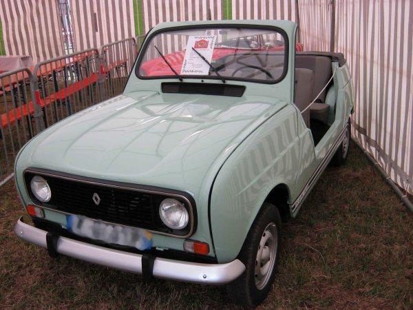 5842. renault 4L cabriolet