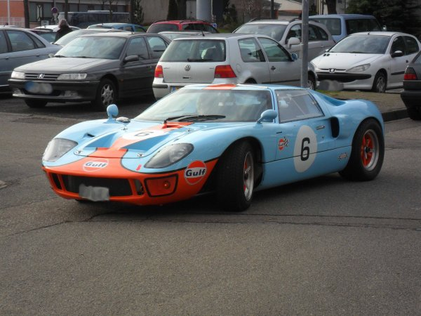 6245. FORD GT 40