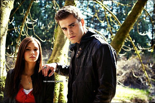 (Re)Découvrez un magnifique photoshoot promotionnel de la première saison de The Vampire Diaries.