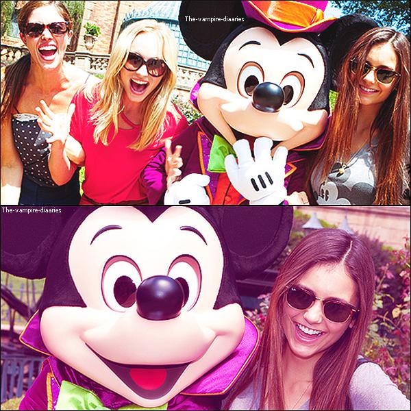 01/09/2012: Nina, Kayla et Candice étaient présentes à Disney World en Floride.