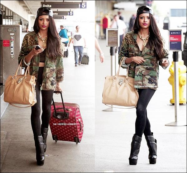 24/09/2012: Notre très jolie Katerina a été vue à l'aéroport LAX à Los Angeles.