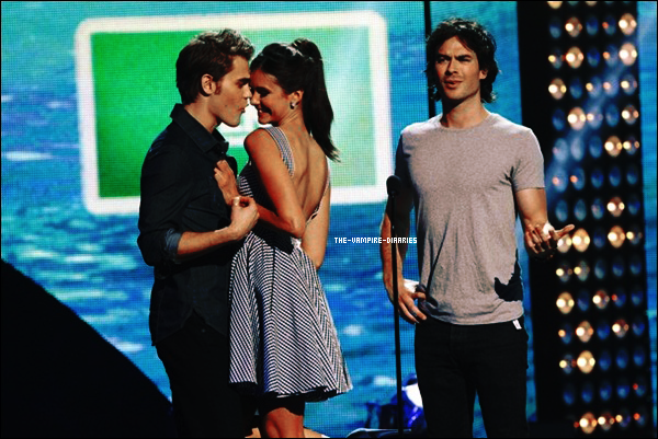 Nina accompagnée de Ian et Paul étaient présents aux Teen Choice Award, l'Eté 2011.