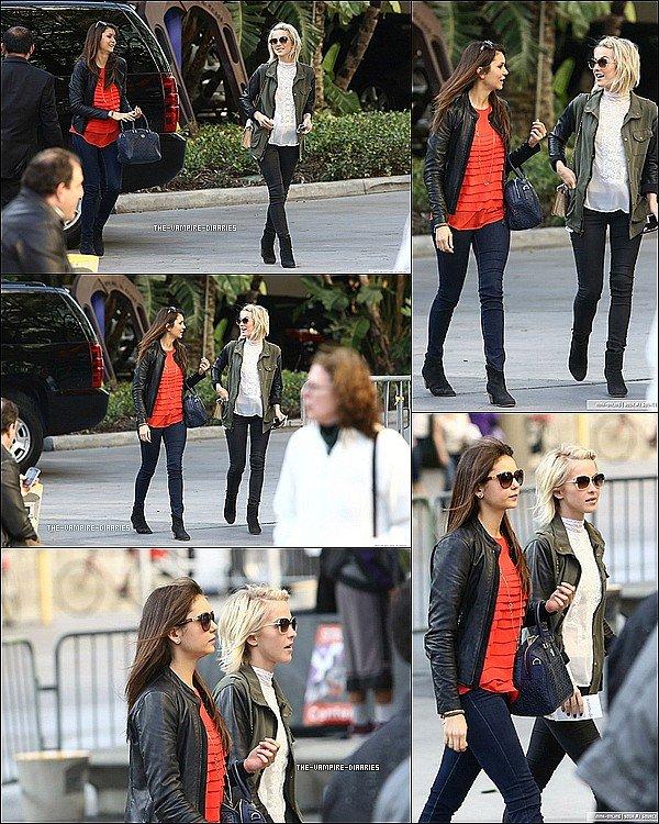 Ce 17 mars, Nina et Julianne Hough, une amie sont allées voir le match des Lakers.