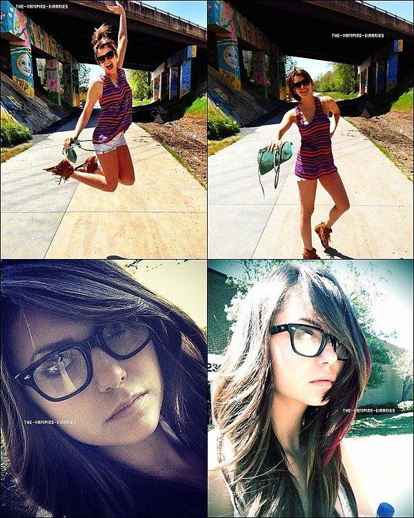 Découvrez 4 nouvelles photos personnelles de Nina.
