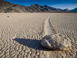 les mysterieuses pierres qui bougent