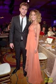 Look de Miley Cyrus : Avec Liam Hemsworth, à la soirée Muhammad Ali.