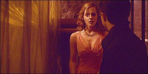 . « Elle aurait souhaité ne jamais mettre les pieds dans ce douloureux, mais fascinant pétrin, qu'était Fred Weasley. » .