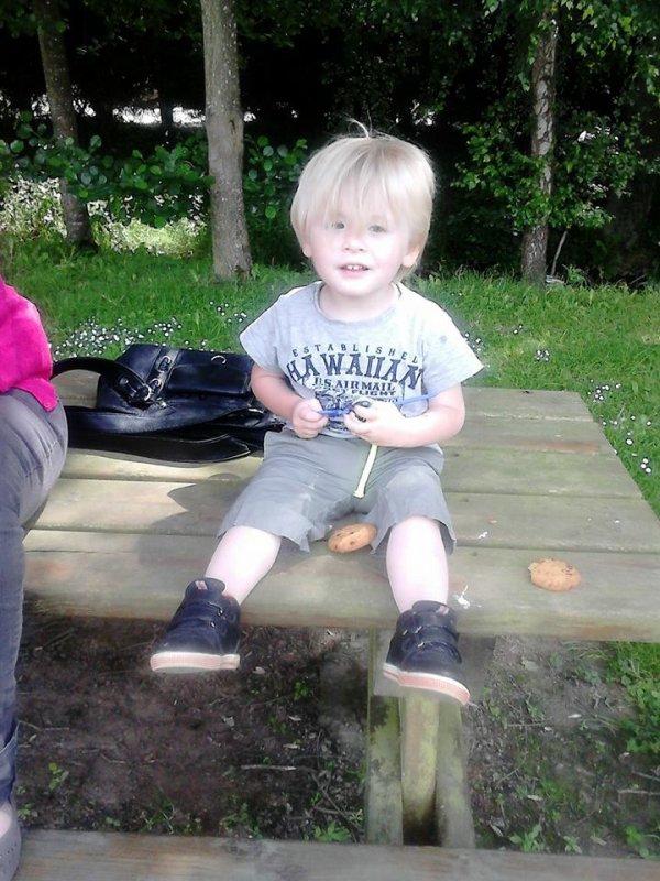 mon petit fils nolan  qui auras 3 ans en decembre 2014
