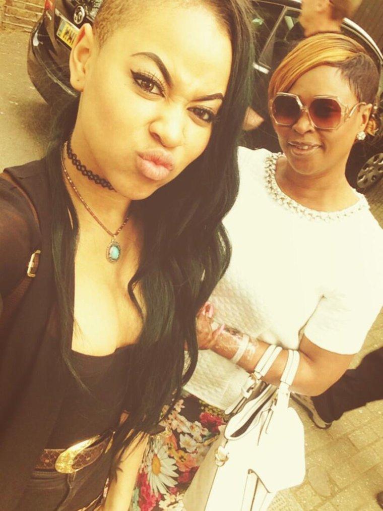 Amira est sa mère