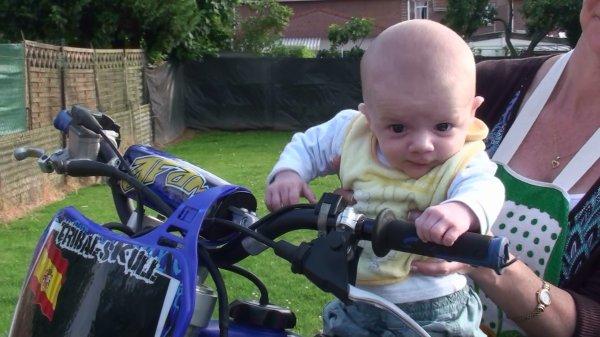 mon petit coeur damour faire de la moto crosse lol