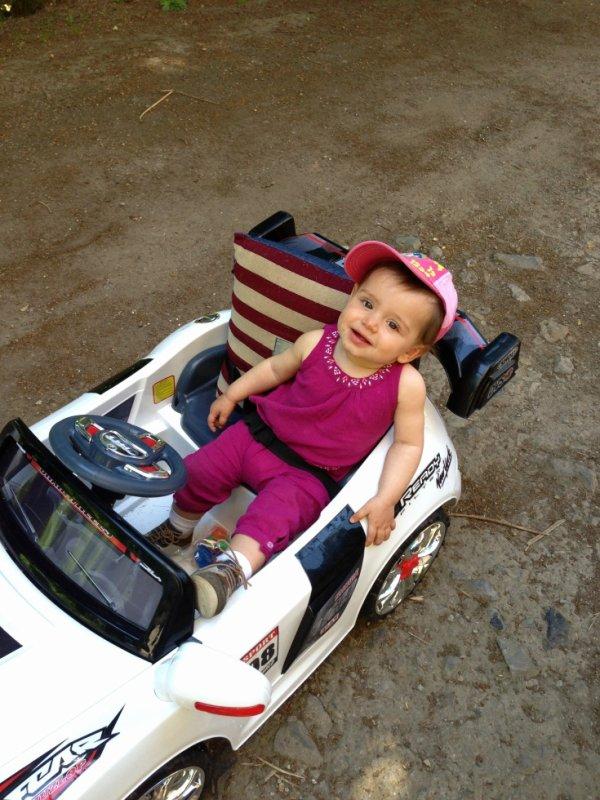 ma petite puce et sa voiture