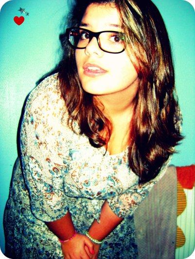 Un Blog dirigé par une fille Lunatique ; Emoticionnelle ; Philosophe ; Adicte.      Si tu n'es pas content je te montre bien dresser mon Majeur ! ;)
