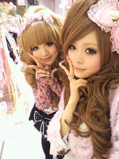 Ces deux Gyaru sont trop Choupi  (-^0^-)