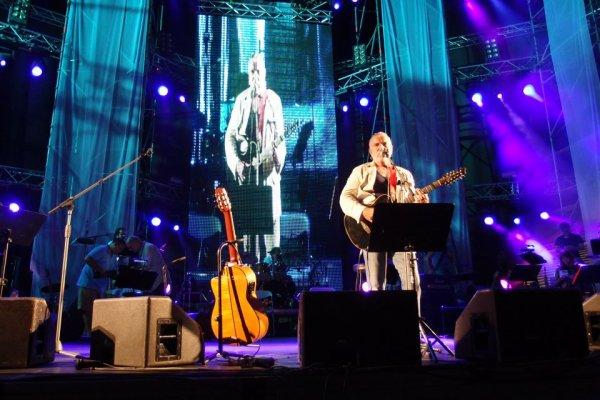 Photos Lavilliers, Concert de soutien au peuple Grec, 9 juillet 2012 au stade de Kallimarmaro