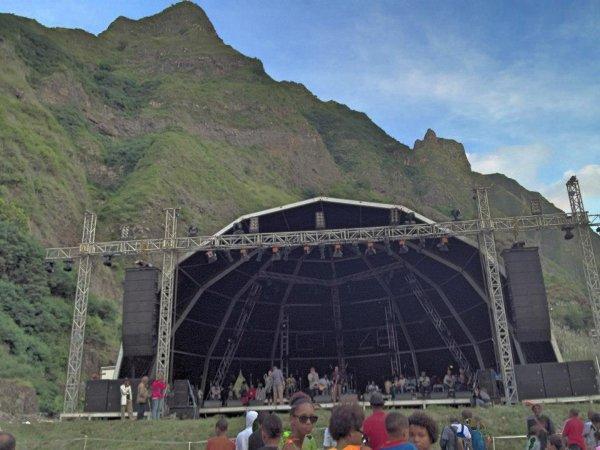La scènes où Bernard Lavilliers a joué au Cap Vert : Hommage à Césaria Evora. 15 decembre 2012