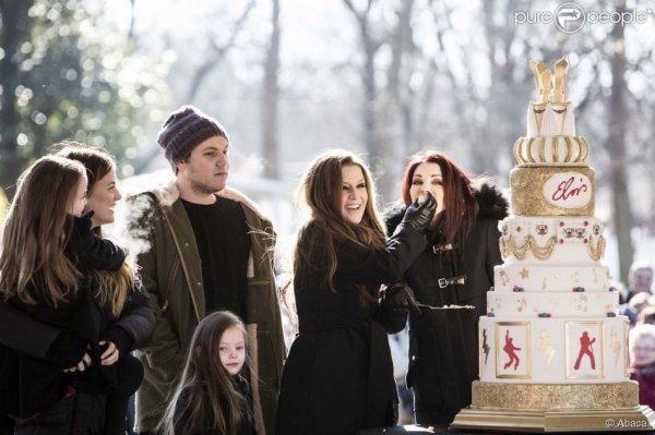 9 janv. 2015 - Priscilla Presley, sa fille Lisa Marie Presley et ses petits-enfants célèbrent le 80e anniversaire d'Elvis Presley dans la propriété de Graceland